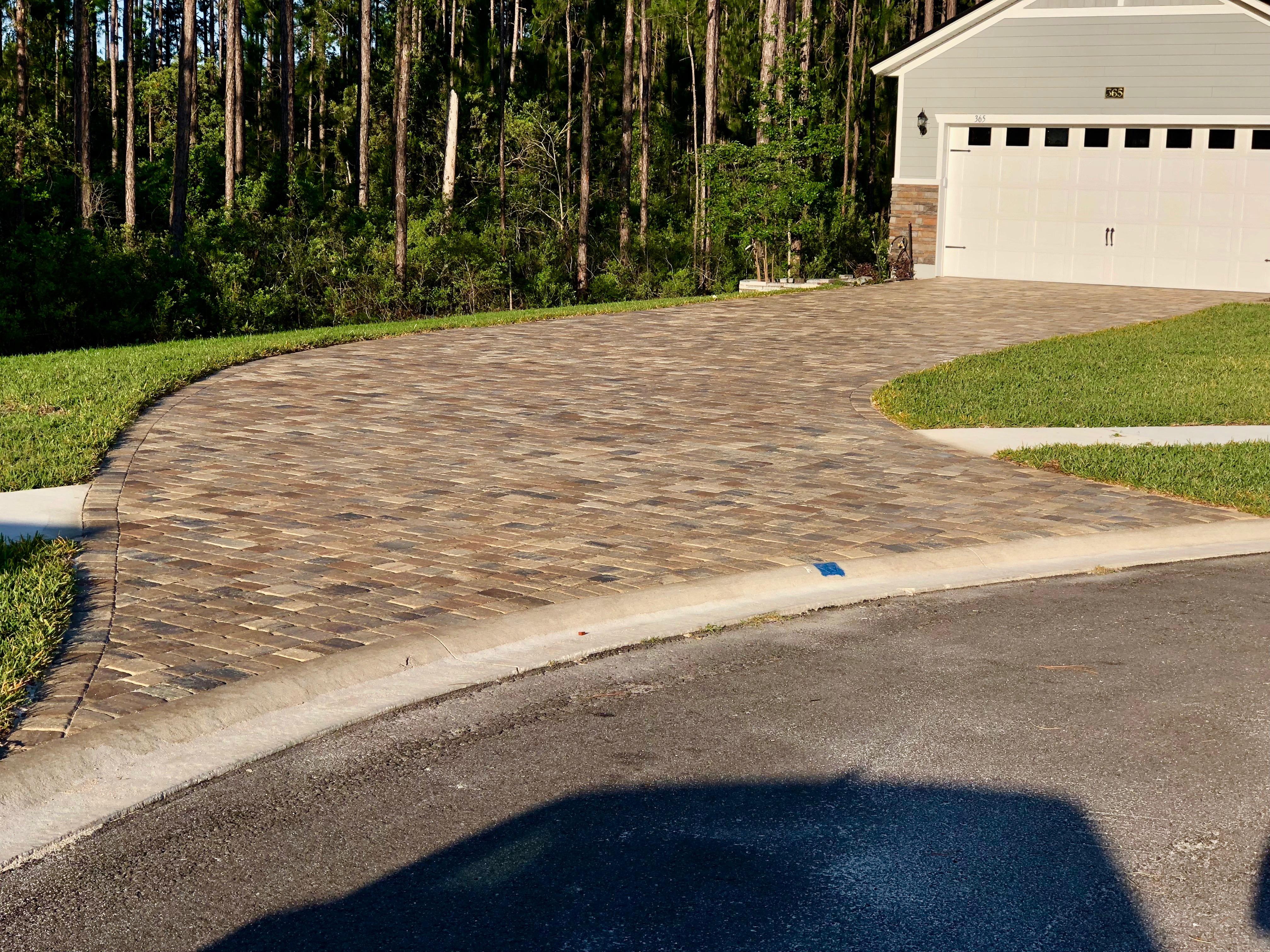 paver sealing driveway
